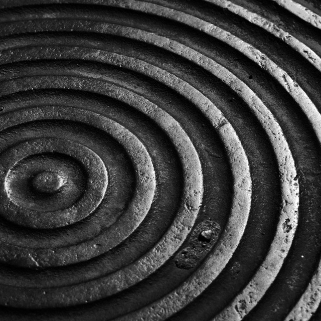 blackandwhite-blackandwhiteisworththefight--fresno-manhole_15996129149_o